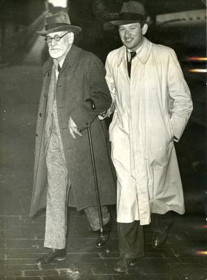 Dr. Freud Arrives in London as Refugee