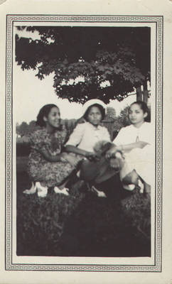 Betty Ralls Rouse, Clarissa Ralls Anderson, and Beattie Payne Fields ca. 1940