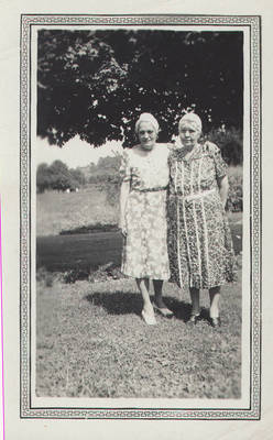 Elizabeth Ralls and cousin Mag ca. 1930