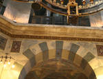 Aachen Cathedral, arcade arch with colored voussoirs