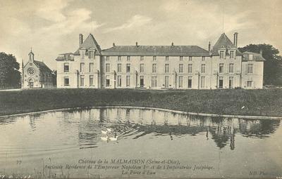 Chateau de la Malmaison - La Piece d'Eau