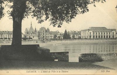 L'Hôtel de Ville et le Théâtre