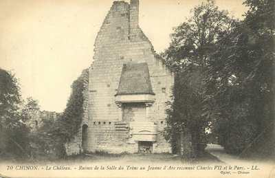 Le Château. - Ruines de la Salle du Trône