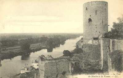 Le Château - La Tour du Moulin et la Vienne