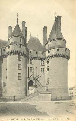 L'Entrée du Château - Le Pont Levis