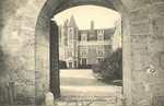 Porte d'entrée et cour intérieure du Château