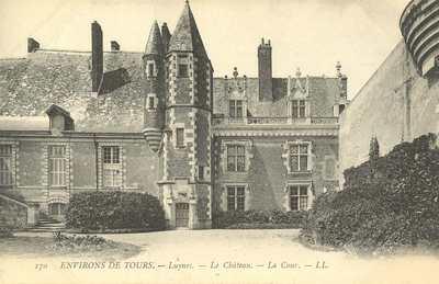 Le Château - La Cour