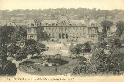 L'Hotel de Ville et le Jardin Public