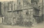 Vieilles maisons au pied de la tour St-Ramain