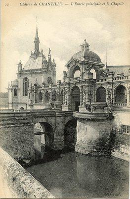 Château de Chantilly - L'Entreé principale et la Chapelle