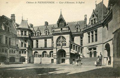 Château de Pierrefonds - Cour d'honneur