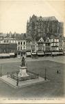 La Place Jeanne-Hatchette et la Cathedrale